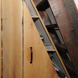 Detail kast onder trap door meubelmaker Henk Bosman