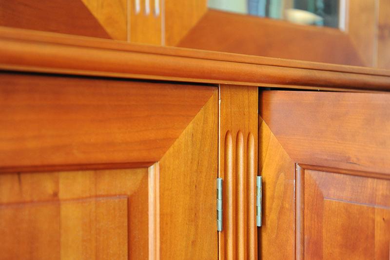 Klassieke kersenhouten kast ontworpen en op maat gemaakt door Henk Bosman