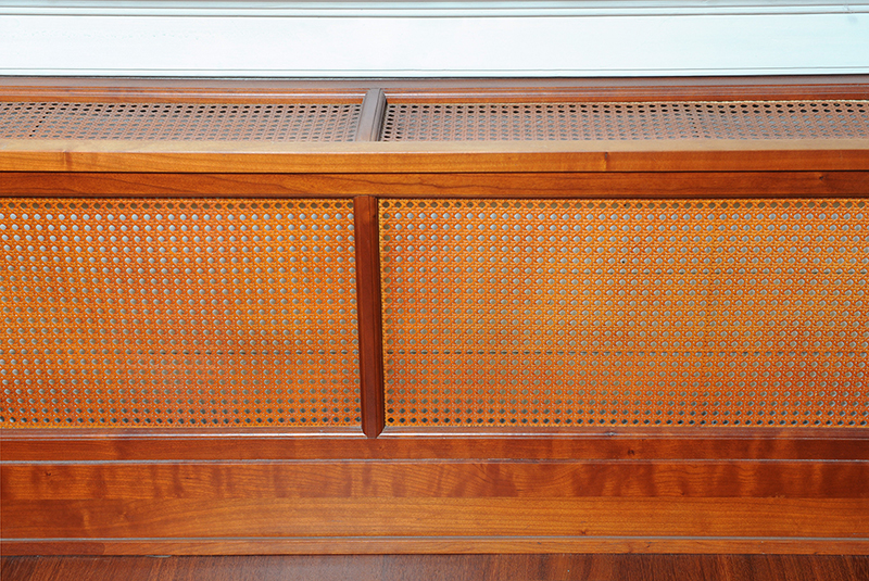 Degelijke radiatorombouw - vooraanzicht