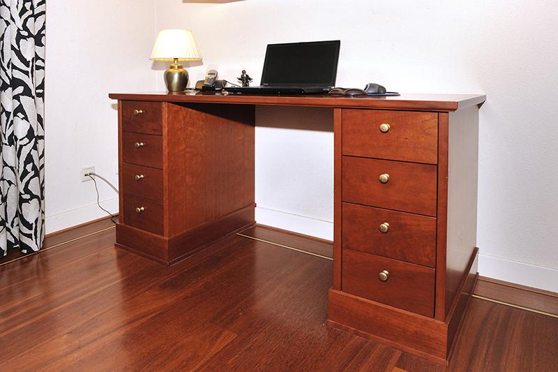 Passend klassiek bureau voor in woonkamer