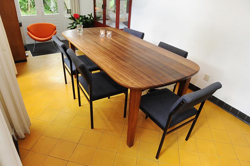 Massief houten eettafel van FSC iroko hout