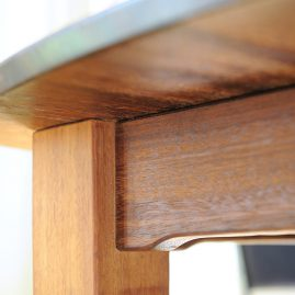 Massief houten eettafel - detail