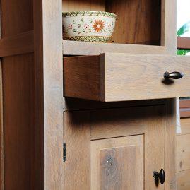 Duurzame kast van hergebruikt hout