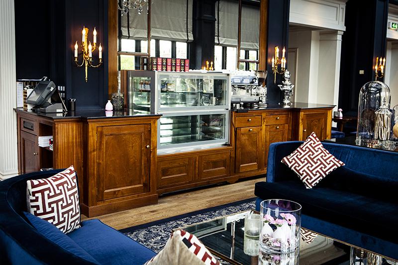 Exclusieve lounge balie Amstel Hotel ingepast in het luxe interieur