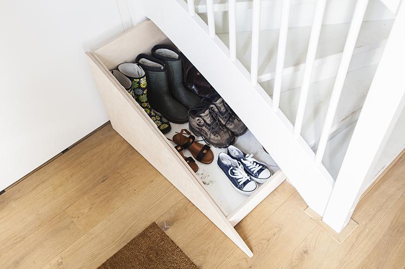 Slimme schoenenlade onder trap - geopend